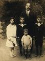 Giovanni Anconetani y 4 de sus hijos