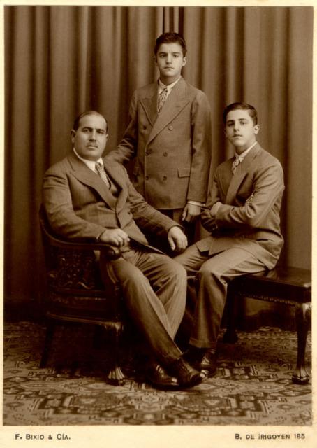 Giovanni y 2 de sus hijos